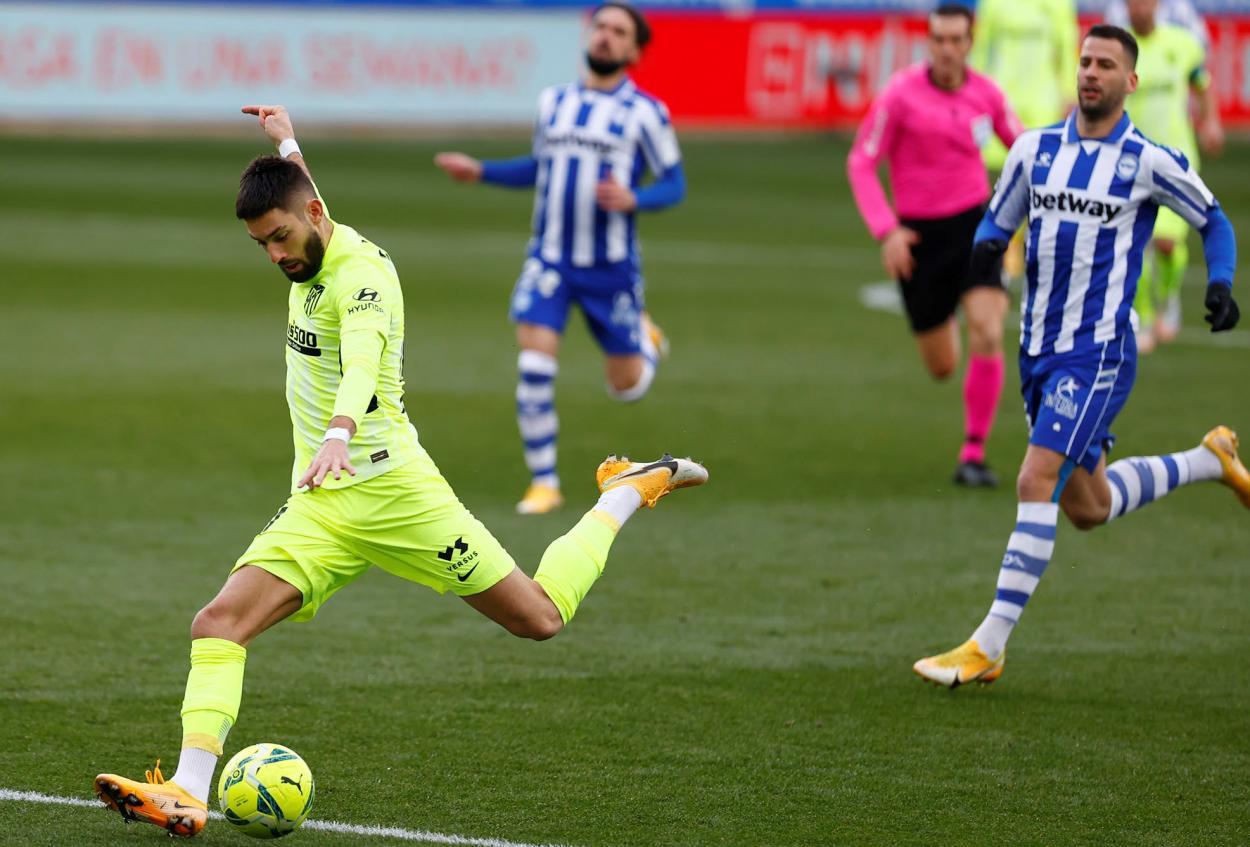 Carrasco atacando la portería de Pacheco | Foto: Atlético de Madrid