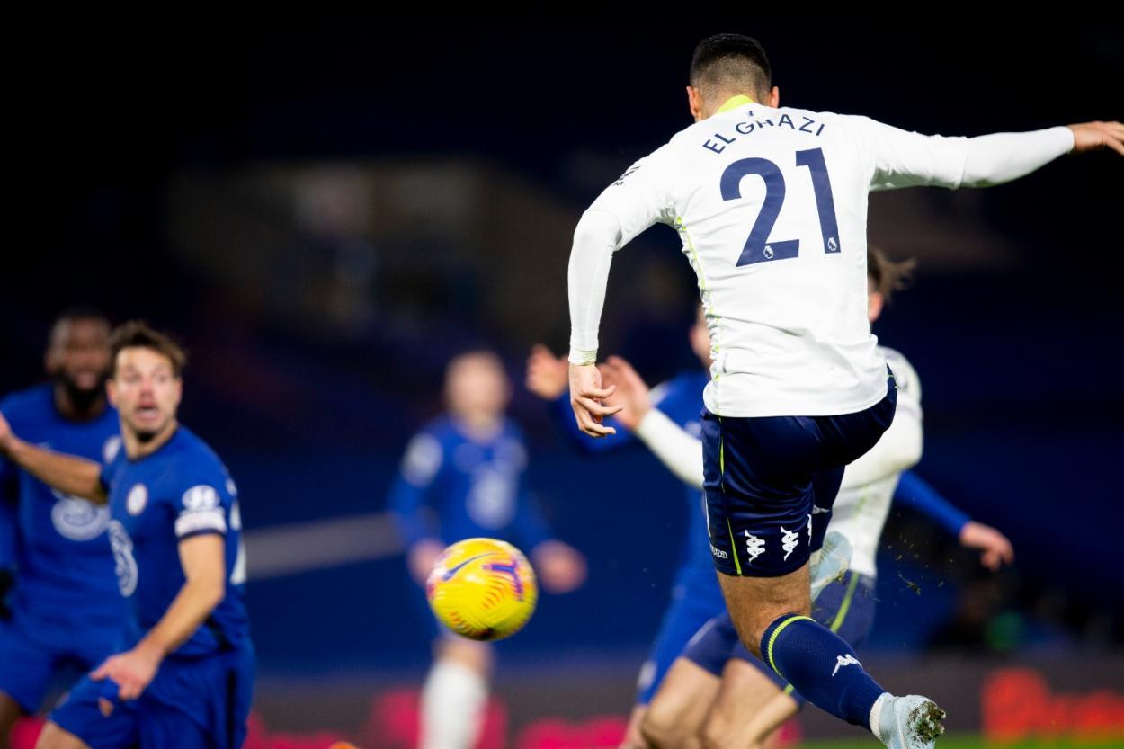 El Ghazi empató el encuentro en Stamford Bridge / Foto: Twitter @AVFCOfficial
