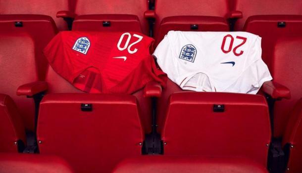 Primera equipación (blanca) y segunda (roja) de Inglaterra para el Mundial de Rusia. Foto: @England