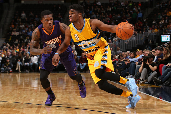 Emmanuel Mudiay #0 of the Denver Nuggets controls the ball against Eric Bledsoe #2 of the Phoenix Suns. |Source: Doug Pensinger/Getty Images North America|