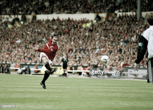 Eric Cantona scores the winner in the 1996 FA CUp FInal (Photo: Bob Thomas / Getty Images)