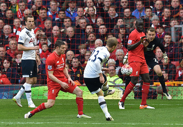 Christen Eriksen has a go at goal, Simon Mignolet would punch the shot away. (Getty)