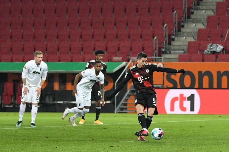 Lewandowski metiendo su gol número 22. /Twitter: Bundesliga English oficial