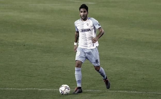 Alberto Escassi manejando el balón. / Foto: Málaga CF