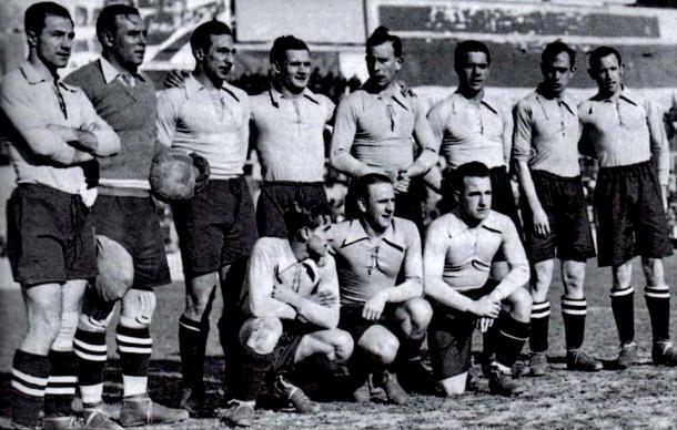 La Selección Española con su conjunto de 1934 (equiposdefutbol2.blogspot.com.es)