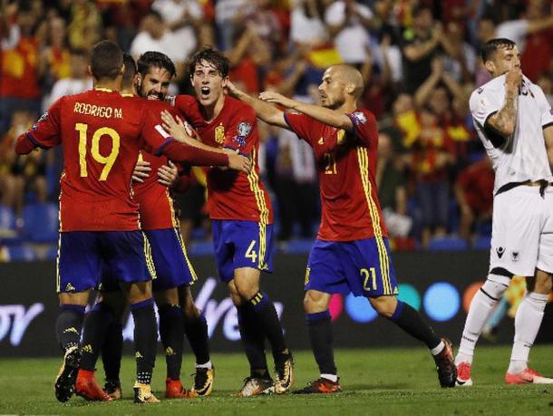 Los españoles celebran el gol de Isco. / Foto: uefa.com