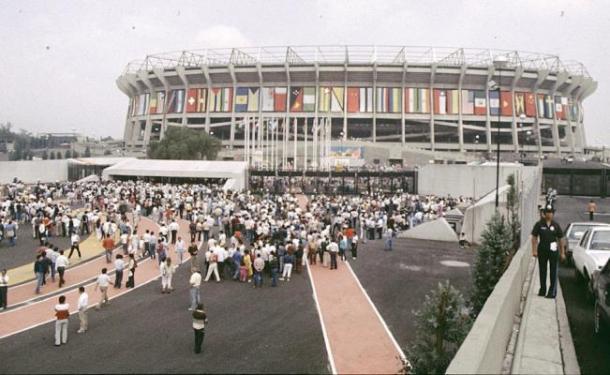 Estadio Azteca (El Coloso de Santa Úrsula) durante México 1986   Foto: Candido González, México