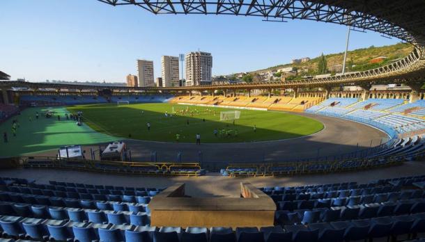 Capacidade do estádio é de 14.403 pessoas (Foto: FAF)