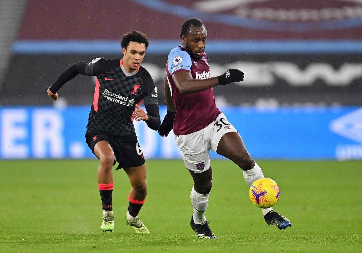 Michael Antonio defendiendo el balón ante Arnold / FOTO: Premier League