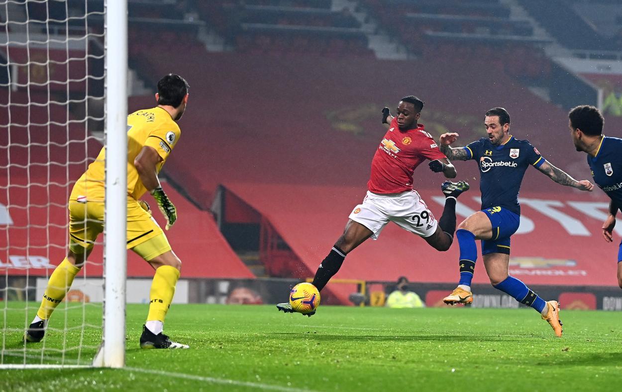 Wan-Bissaka rematando el balón que supondría el 1-0 / FOTO: Manchester United