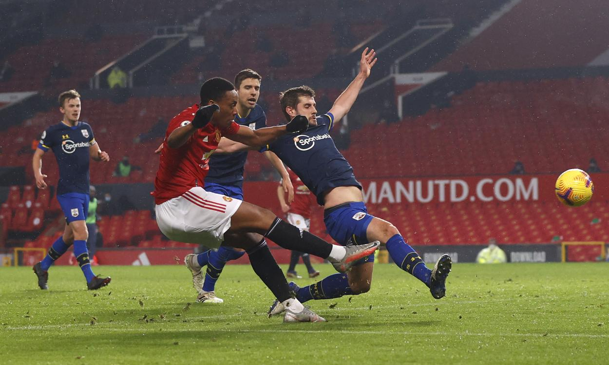 Martial ejecutando el 5-0 / FOTO: Manchester United
