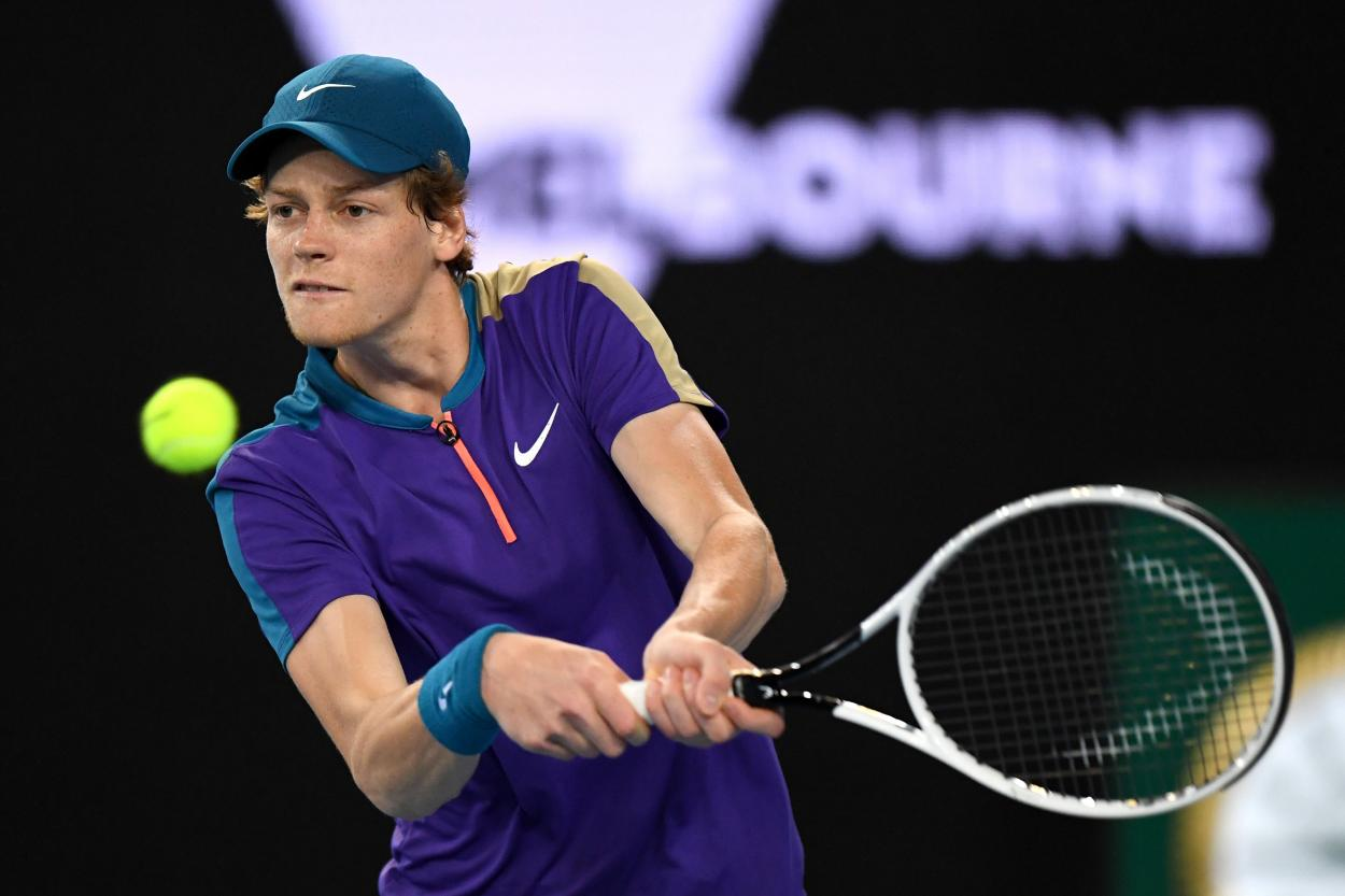 Sinner plays a forehand during his match in Melbourne/Photo: Australian Open Twitter account