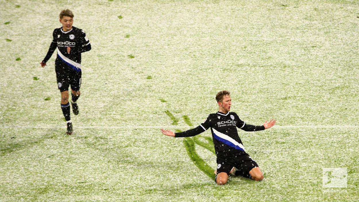 Michel Vlap, jugador que metió el primer gol del encuentro. / Twitter: Bundesliga English oficial