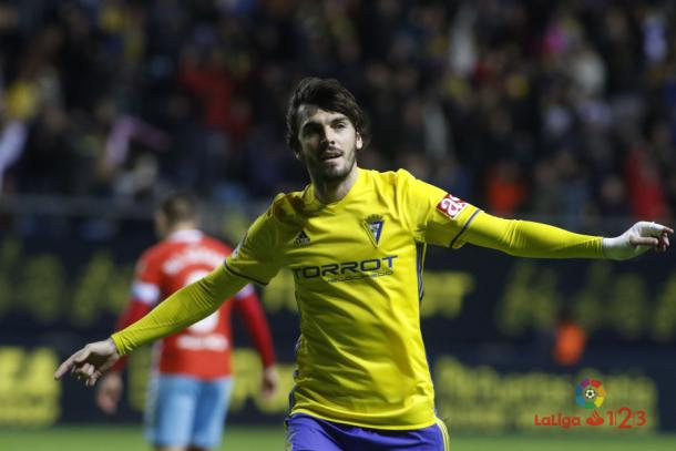 Eugeni celebra un gol durante su etapa como jugador del Cádiz   Foto: LaLiga 123