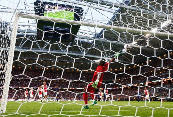 La rete si gonfia, lo United è avanti 0-1. | Fonte immagine: Twitter @EuropaLeague