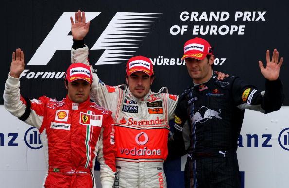 Alonso (centro), Felipe Massa (esq.) e Mark Webber (dir.) fizeram o pódio do GP da Europa em 2007 (Foto: Clive Mason/Getty Images)