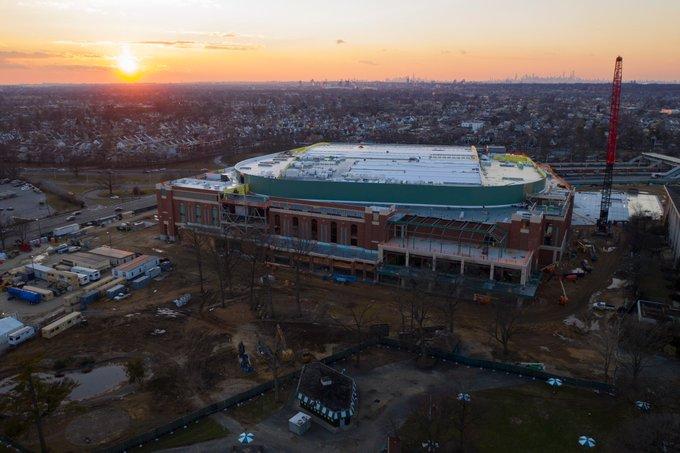 Imagen actual del exterior del UBS Arena con la gran Manzana en el horizonte / UBSarena.com