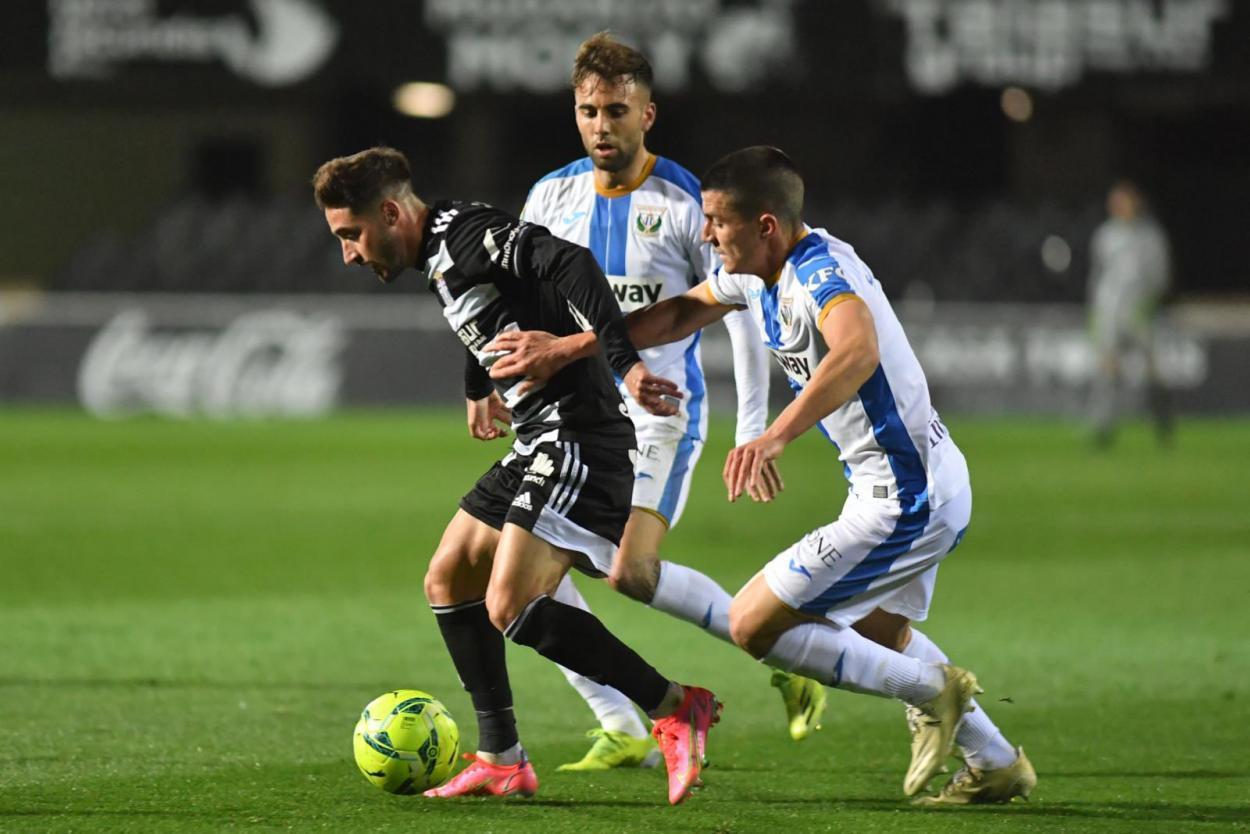 Palencia tratando de arrebatarle el balón a un rival | Foto: FC Cartagena