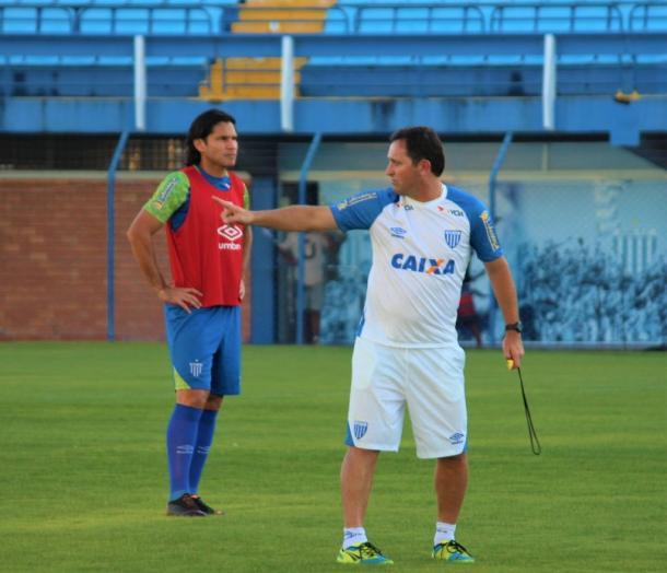 Evando comandou os treinamentos do Avaí antes da partida contra o Brasil (Foto: André P. Ribeiro/Avaí FC)