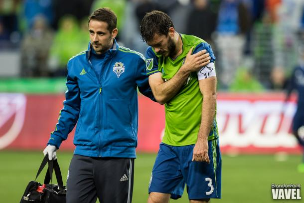 Brad Evans walks off the field holding his shoulder after being injured late in their 1-0 loss to Sporting KC on March 6, 2016 / Brandon Farris - VAVEL USA
