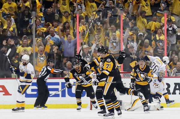 Malkin gave the Penguins the lead on a two-man advantage/Photo: Kirk Irwin/Getty Images