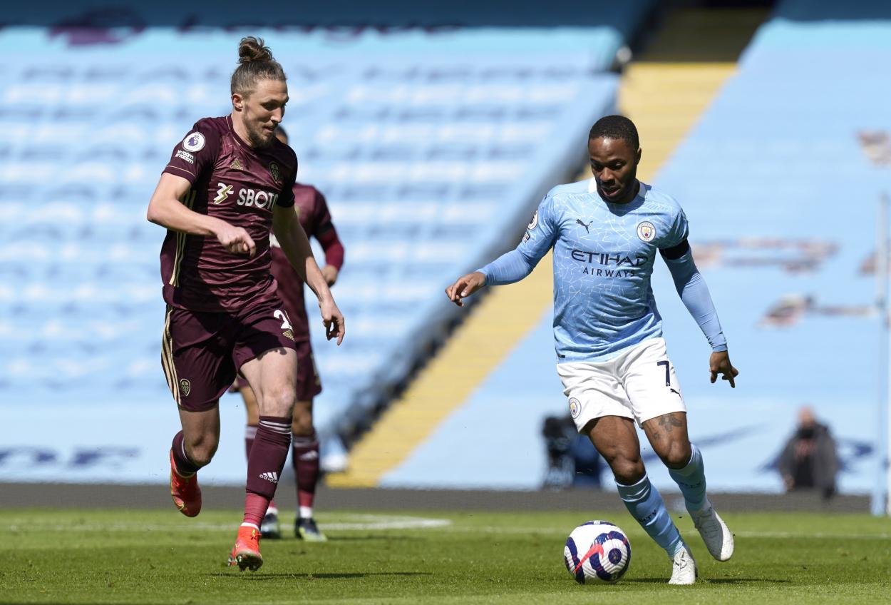 Phillips batiéndose con Sterling / FOTO: Manchester City