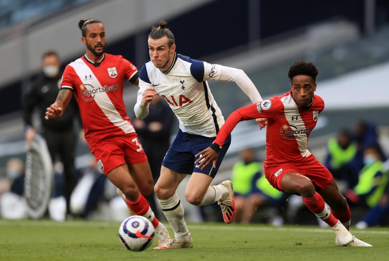 Bale salvando la entrada de varios rivales / Foto: Tottenham Hotspur