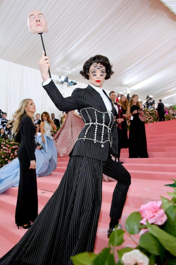 Ezra Miller de Burberry en la MET Gala 2019 | Getty Images