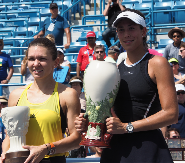 Muguruza (right) and Halep pose with their trophies after the Spaniard's 6-1, 6-0 victory. Photo: Noel Alberto