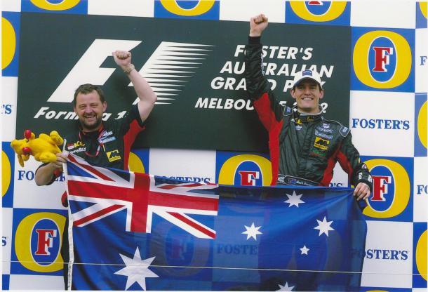 Mark Webber celebra su quinta posición en el Gran Premio de Australia 2002 | Fuente: www.markwebber.com
