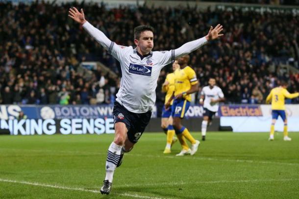 Zach Clough celebra un tanto con el Bolton. Foto: The Mirror