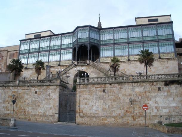 Fachada sur del Museo Art Noveau y Art Déco (Casa Lis) Salamanca (Imagen: Zarateman, en Wikimdia Commons)
