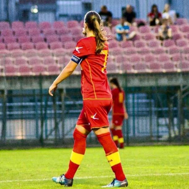 Sladjana disputando un partido con su selección.   Foto: Facebook Sladja Bulatovic