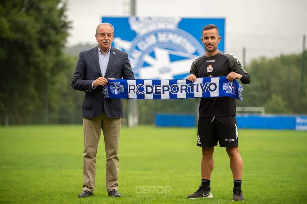 Juan Carlos Menudo posando junto con Antonio Coucerio / Fuente: RC Deportivo de la Coruña