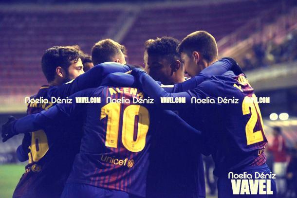 Los futbolistas del FC Barcelona B celebrando el gol de Aleñá ante el Sporting. | Foto: Noelia Déniz, VAVEL