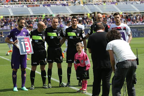 Badelj e Cepittelli, capitães das equipes, trocaram camisas com o número 13 de Astori (Foto: Gabriele Maltinti/Getty Images)