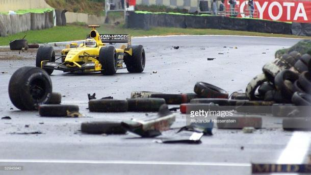 Giancarlo Fisichella weaves his way through the detritus. | Photo: Getty Images/Alexander Hassenstein