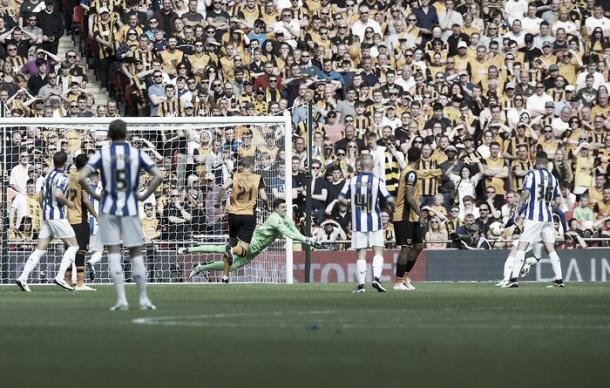 Edlin Jakupovic saves Ross Wallace's effort in Hull City's 1-0 win over Sheffield Wednesday | Photo: Twitter