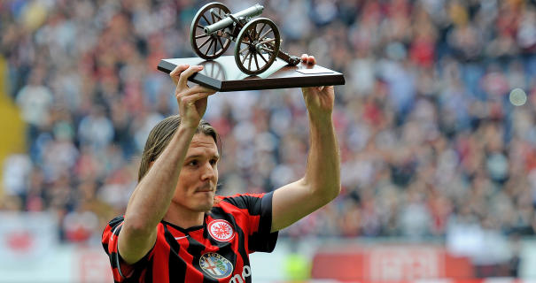 Alex Meier holds the Torjägerkanone aloft after the 2014-15 season came to close. | Image credit: FNP.de