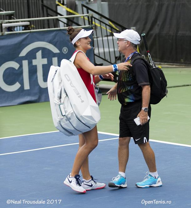Bianca Vanessa Andreescu greets Tennis Canada coach Andre Labelle after her career-best and historic second-round win over Kristina Mladenovic at the 2017 Citi Open. | Photo: Neal Trousdale/OpenTenis.ro