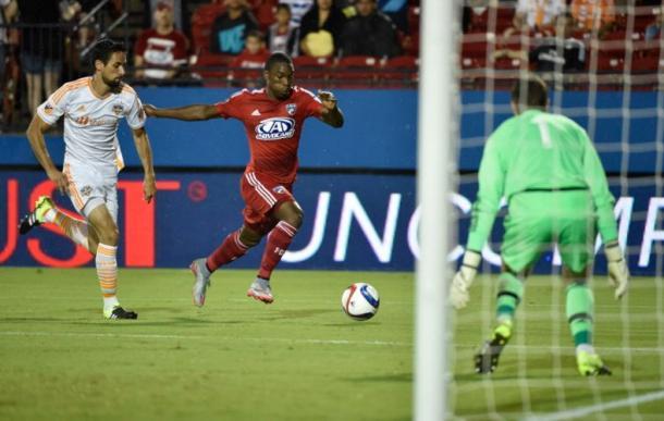 Fabian Castillo (in red, right). Photo credit: Michael Ainsworth / The Dallas Morning News