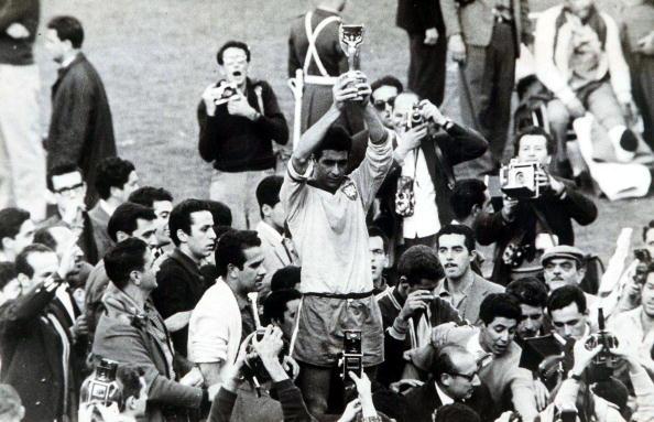 Favoritismo do Brasil na Copa é recompensado com bicampeonato invicto (Foto: Popperfoto/Getty Images)