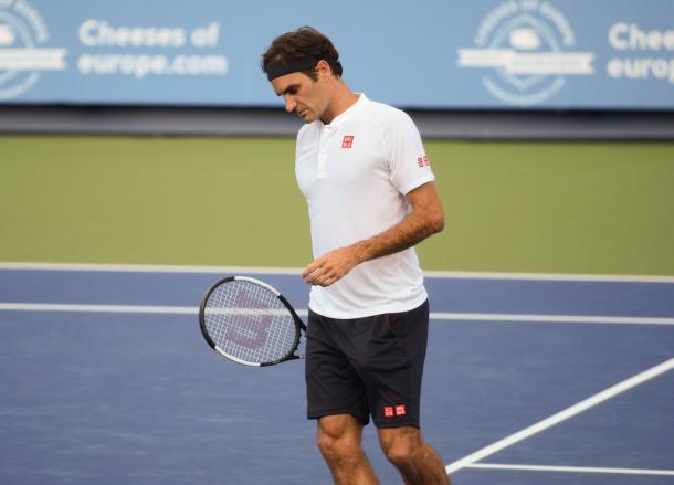 Roger Federer looks down during his sloppy finals performance. Photo: Noel Alberto/VAVEL USA