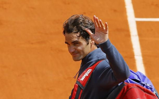 Roger Federer leaves the court after his quarterfinal loss last year. Photo: EPA