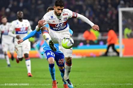 Nabil Fekir controla el balón. FOTO: Página oficial del Olympique de Lyon