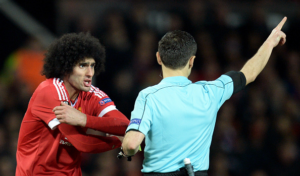 Fellaini complains to the referee against Liverpool | Photo: Oli Scarff/AFP