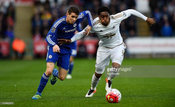 Oscar battles with Leroy Fer in last weekend's tie. Photo: Getty Images
