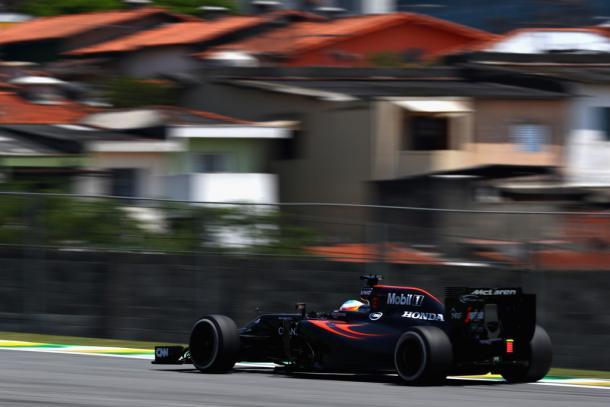 Fernando Alonso durante el GP de Brasil | Fuente: Getty Images