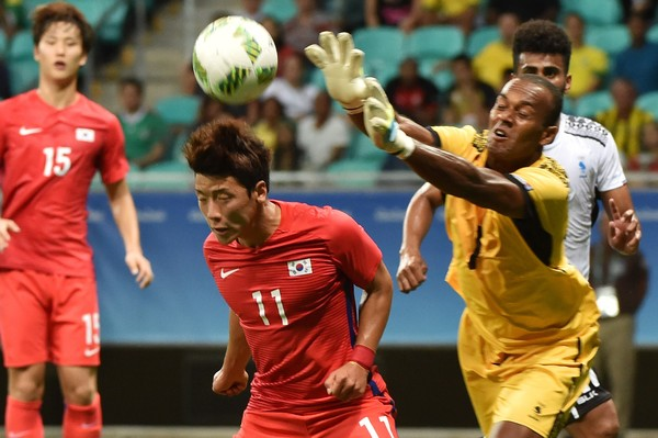 Fiji goalkeeper Simione Tamanisau was brilliant in net in the first half, allowing just a solitary goal while making many fine saves/Photo: Nelson Almeida/AFP