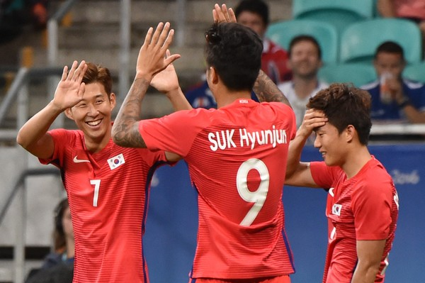 Hon Seungmin celebrates after scoring a penalty in the 71st minute that gave South Korea a 5-0 lead over Fiji in Salvador/Photo: Nelson Almeida/AFP